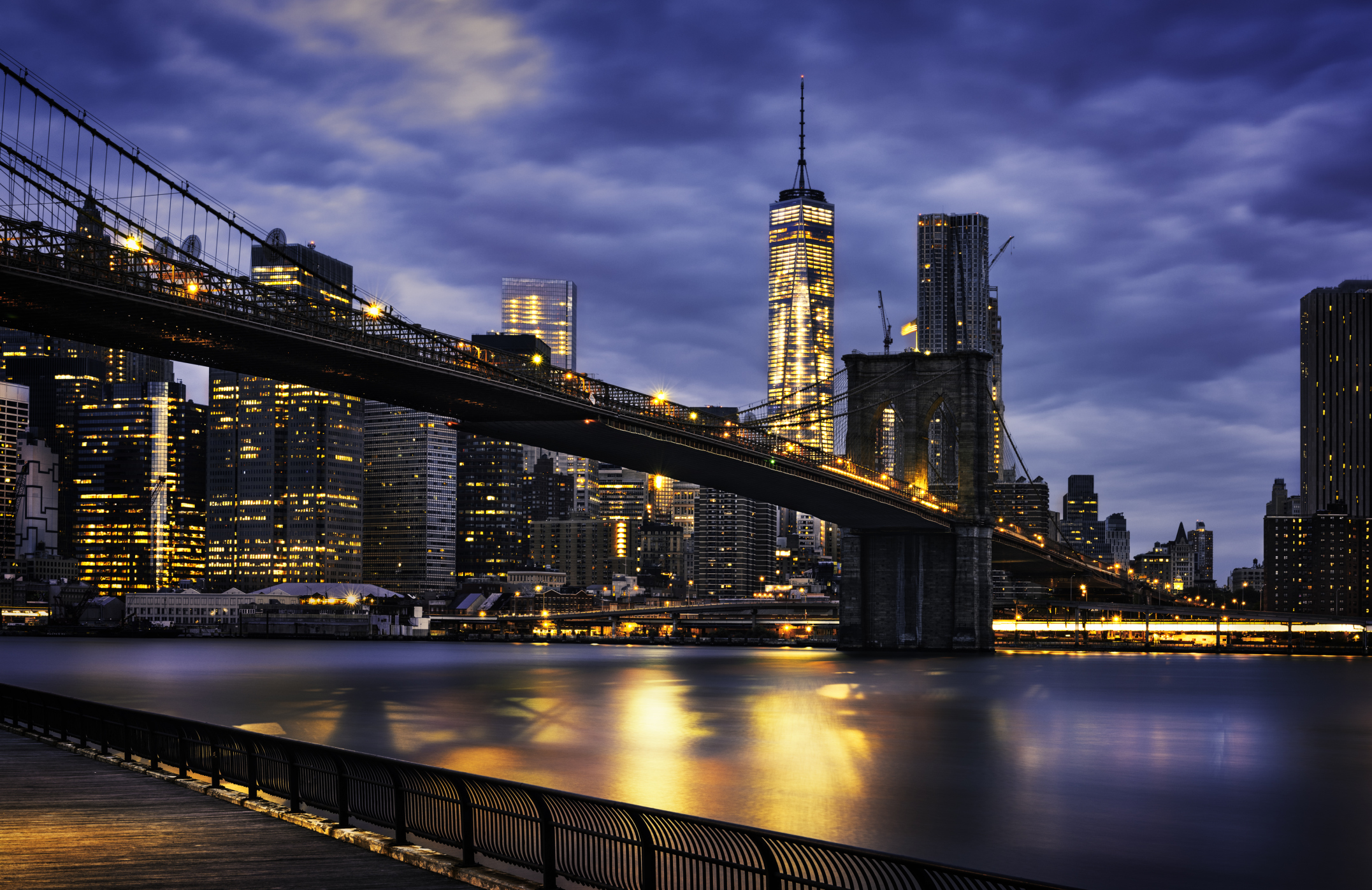 Viaggi low cost a New York: puente de Brooklyn en la hora azul